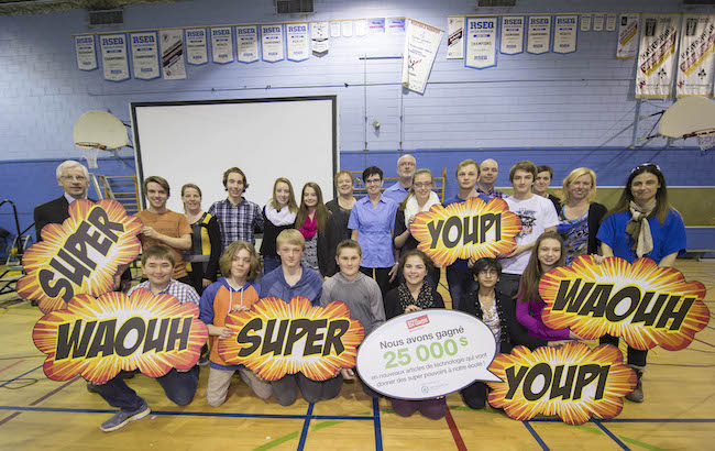 Students and staff of École Arthur Pigeon, in Huntingdon, Quebec, with Daniel Mastropaolo and Caroline Larouche of the Staples store in Salaberry-de-Valleyfield.