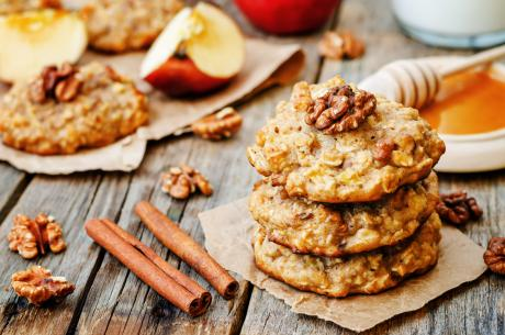 Maca Maple Oat Cookies. apples oats cinnamon cookies on a dark wood background